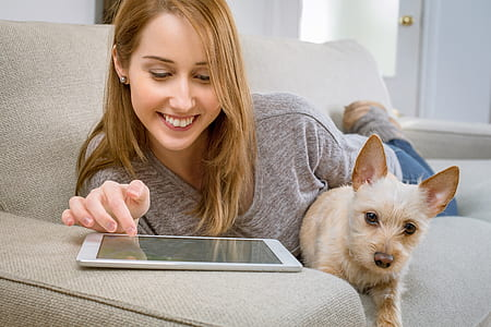 New Survey Finds 40% More Likely to Swipe Right for Dog