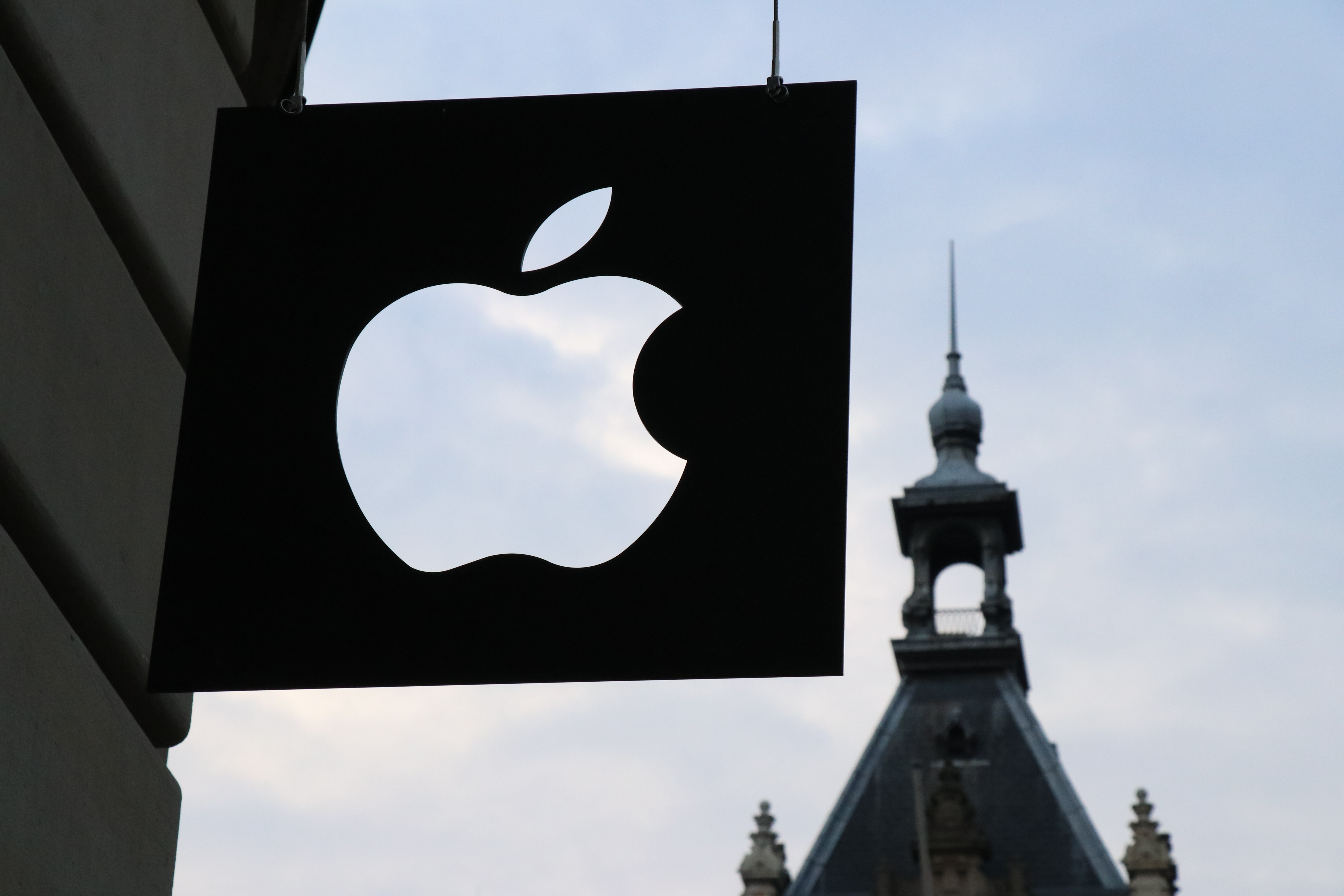 Apple Becomes First Company to Pass $2 Trillion Valuation