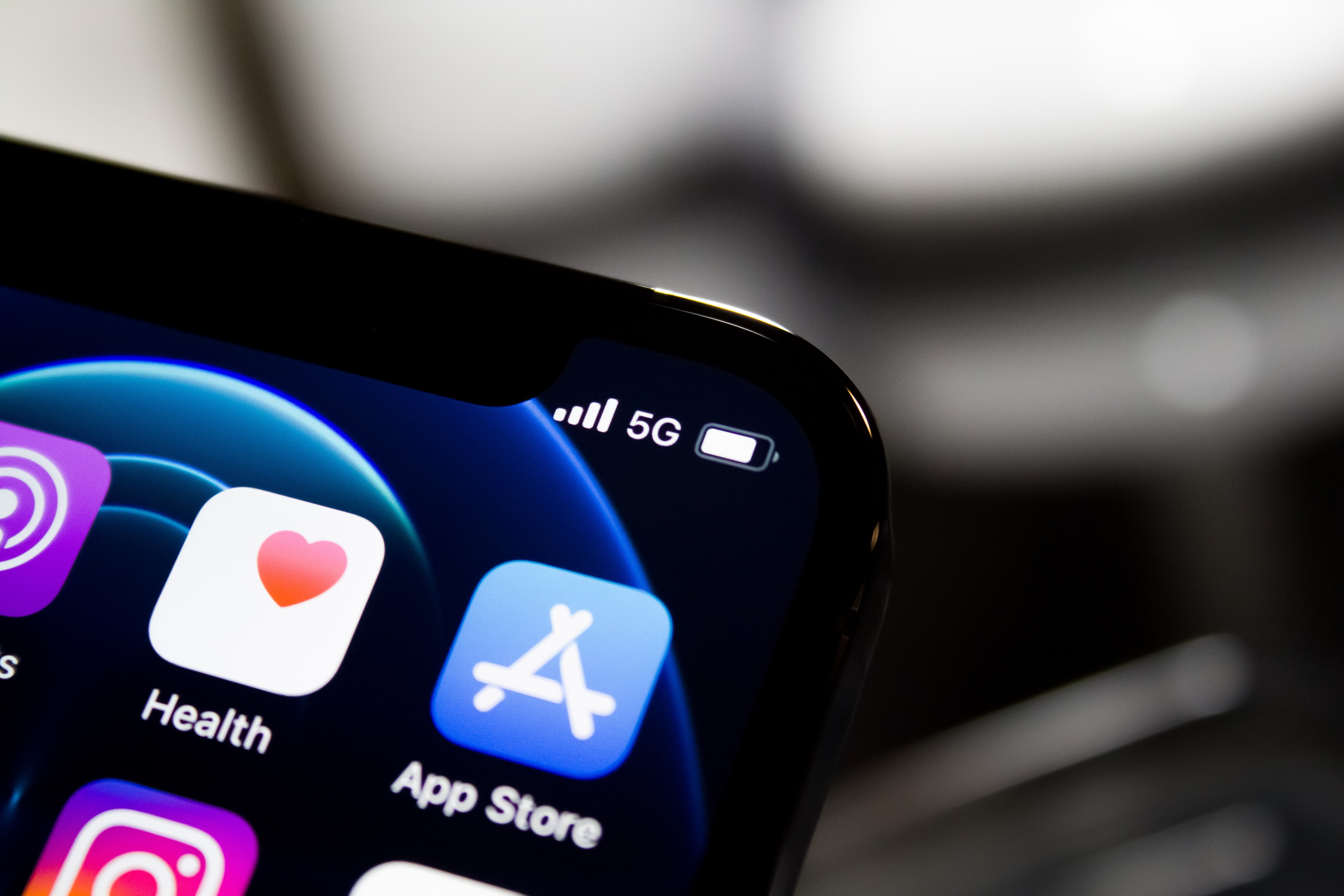 Spending on Apple and Google App Stores Grows 25%